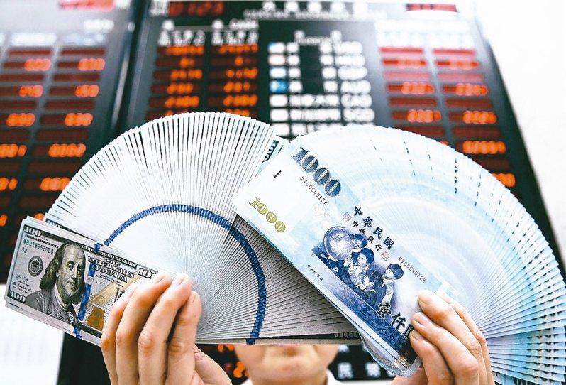 熱錢愛台灣,今年源源不絕匯入,進而促使新台幣登上今年最強亞幣寶座。 聯合報系資料照