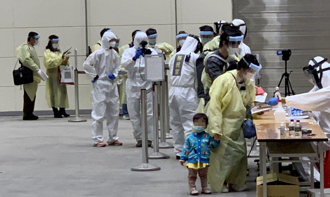 考量香港、澳洲近期本土病例持續增加,且疫情維持上升趨勢,因此即日起將其自「短期商...