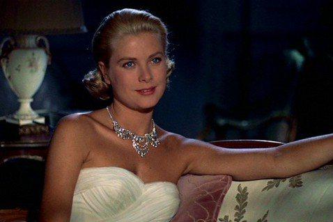 皇室貴族的生活總讓平民百姓充滿無限想像,使他們成為類似演藝人員般的公眾話題,而嫁入皇家的女性更容易成為各方矚目焦點。在這麼多皇室美女中,哪一位才是毫無疑問的冠軍?根據英國名醫朱利安狄西瓦以古希臘「黃...