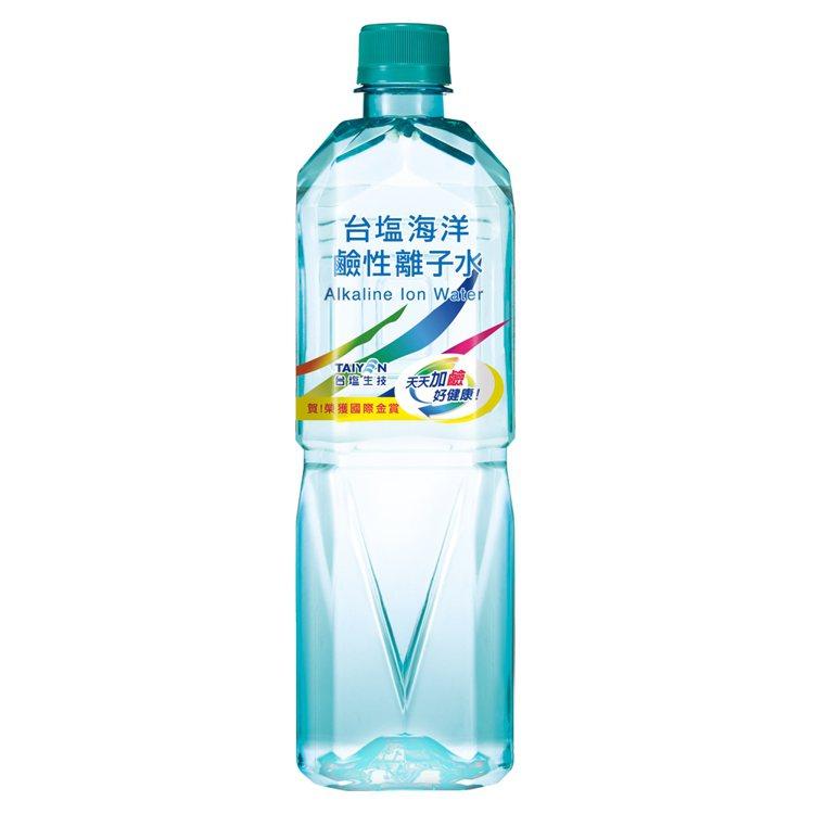 台鹽海洋鹼性離子水850ml X 20瓶,momo購物網活動價420元。圖/mo...