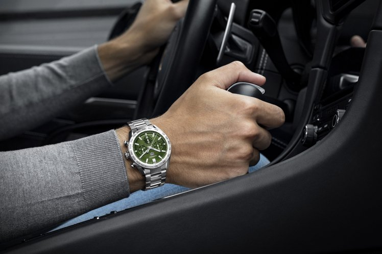 泰格豪雅新的Carrera Sport自動計時碼表,也是為了向原創賽車表致敬而生...