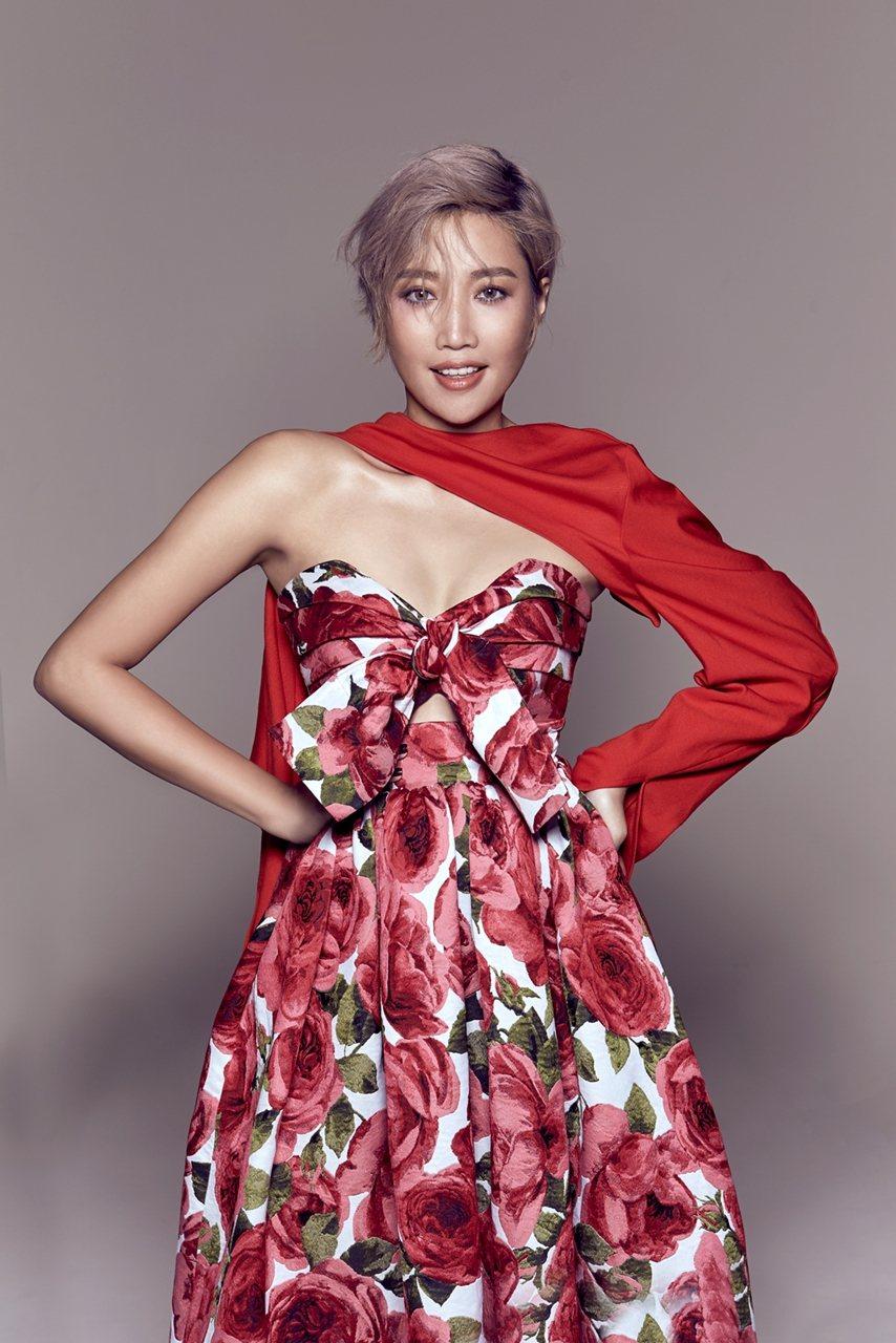 A-Lin在「2020全中運在屏東選手之夜演唱會」唱開場。圖/華視提供