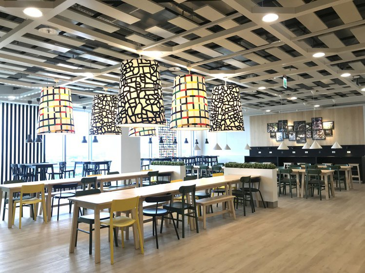 桃園店有全台最大IKEA景觀餐廳。記者江佩君/攝影