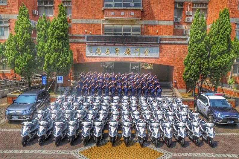 金門縣警察局展示今年度新購警用車輛,共58輛各型車輛,一字排開十分壯觀,讓警方在值勤上更加如虎添翼。圖/警方提供