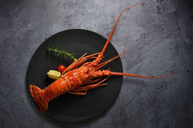 姓名中有「志、文、榮、豪」等字的爸爸,用餐可獲得法式紅醬龍蝦。圖/王品提供