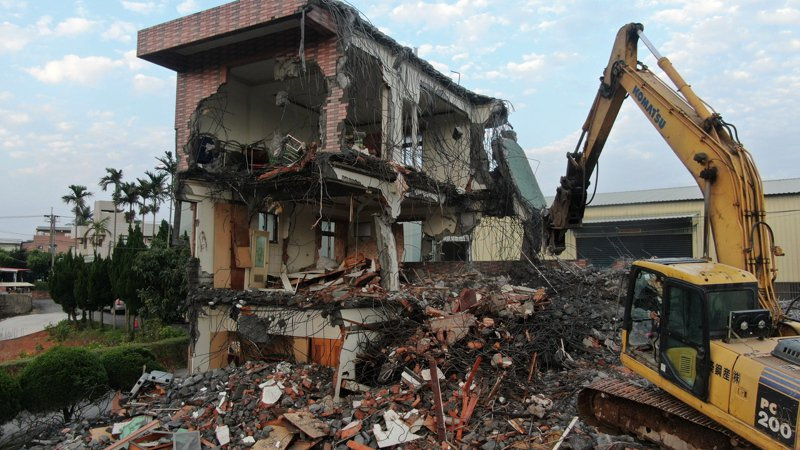 新北市林口太平嶺賭場被強拆。圖/工務局提供