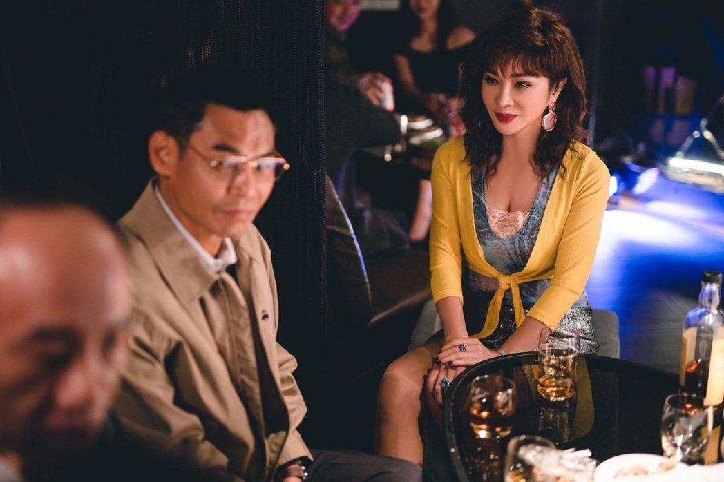 陳美鳳(右)、夏靖庭在「三春記」中有不少親密床戲。圖/民視提供