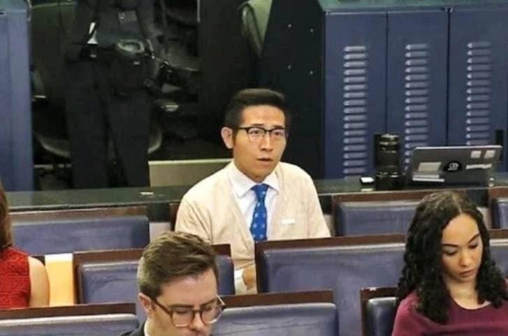 在大陸媒體任職的張經義因答來自台灣,引發爭議。圖/取自白宮直播截圖