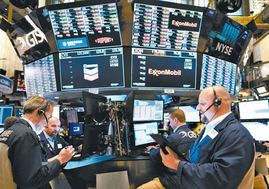 後疫情時代,市場震盪不減,落實資產配置的同時,存股票型基金要側重具備長線趨勢題材...