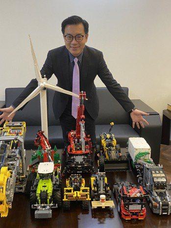 呂皇甫用機械樂高模型打造出客戶的產品。(本報系資料庫)
