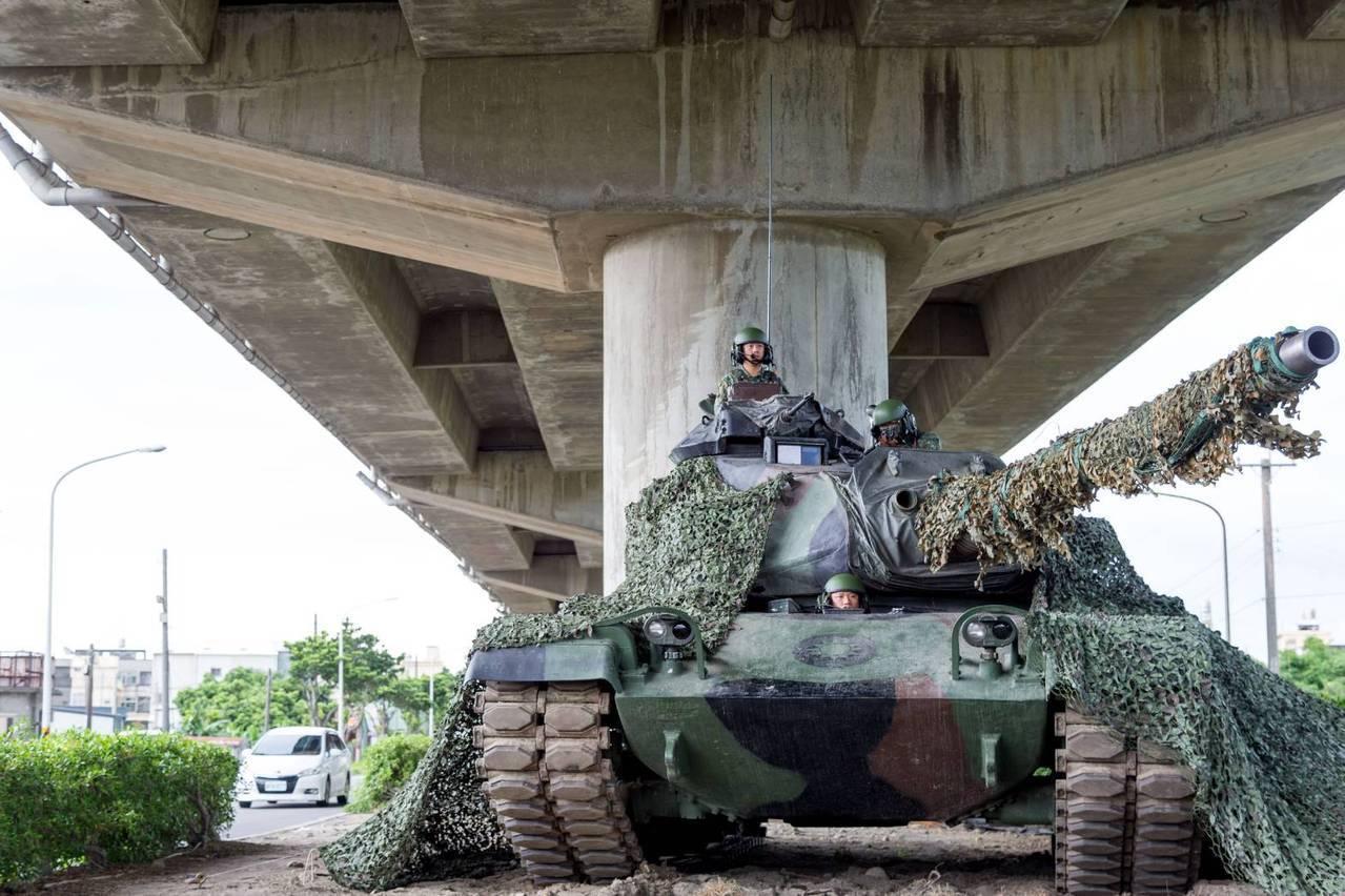 國軍地面部隊操演戰力保存 快速道下隱蔽成軍備大道