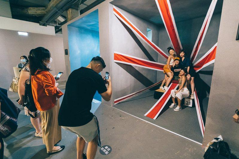 「西班牙奇幻攝影大師尤傑尼歐特展」推出振興三倍券、限時半價雙優惠方案。圖/聯合數位文創提供