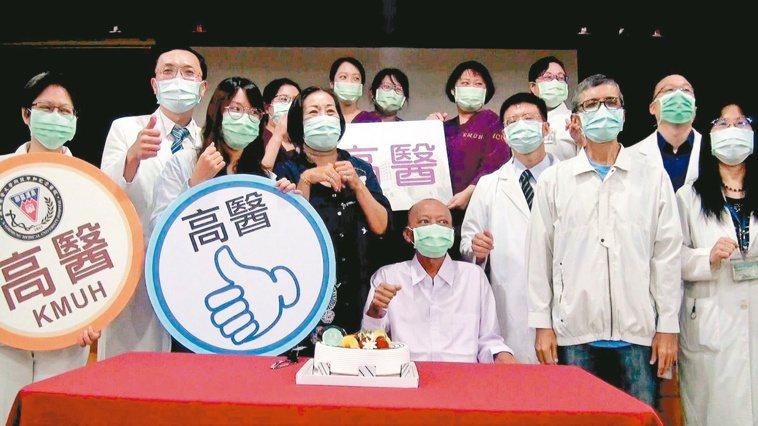 高醫完成3例不相容血型的肝臟移植案例,移植成功者昨天慶祝「重生」。 記者王昭月/...