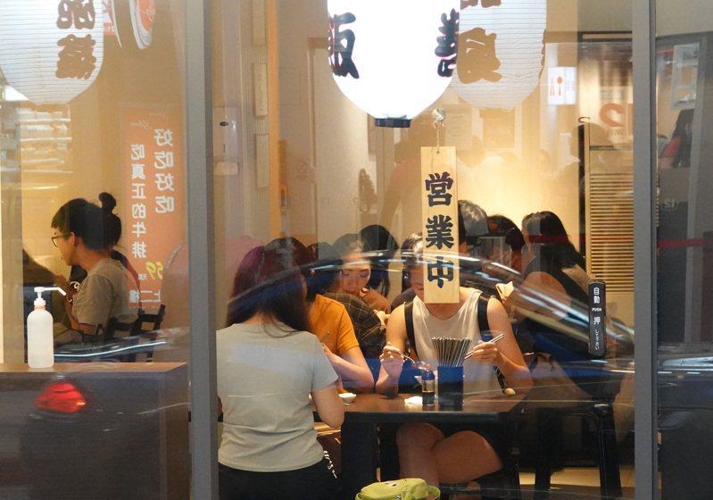餐飲住宿業無薪假人數持續大減。圖/聯合報系資料照片