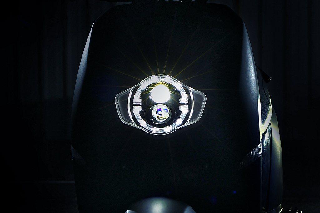 eReady智慧雙輪繼尾燈、車身線條之後再公布LED頭燈造型。 圖/eReady...