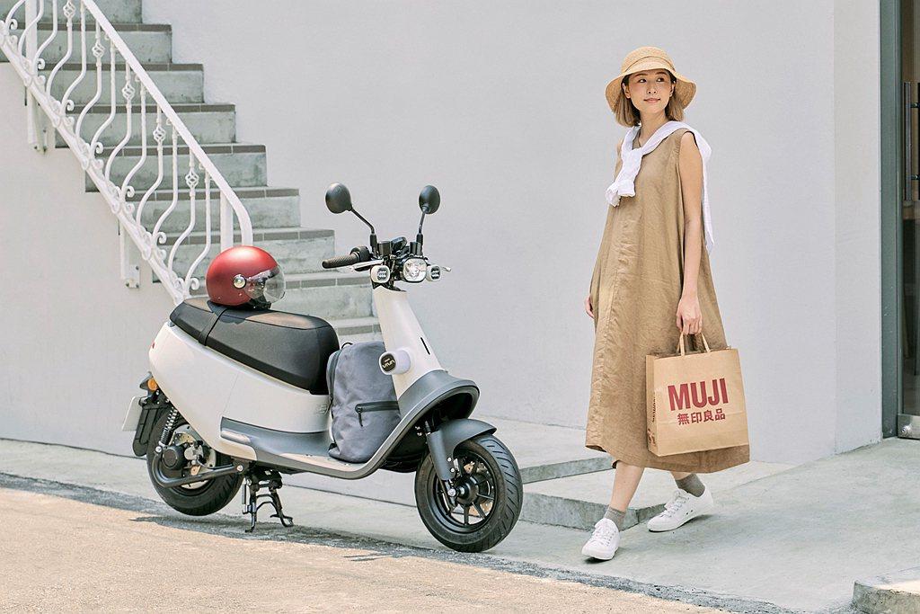 Gogoro VIVA Plus無印白,不只呼應雙方品牌概念,更思考如何讓騎乘更...