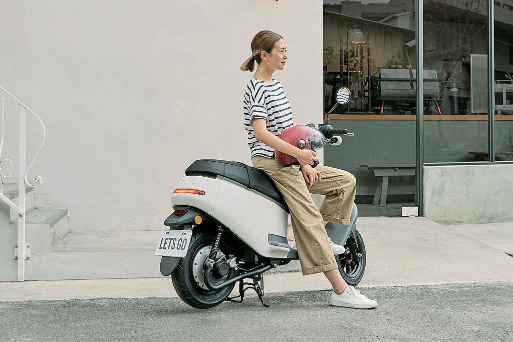 Gogoro VIVA Plus無印白採用MUJI無印良品獨有的質樸色彩和單純的...