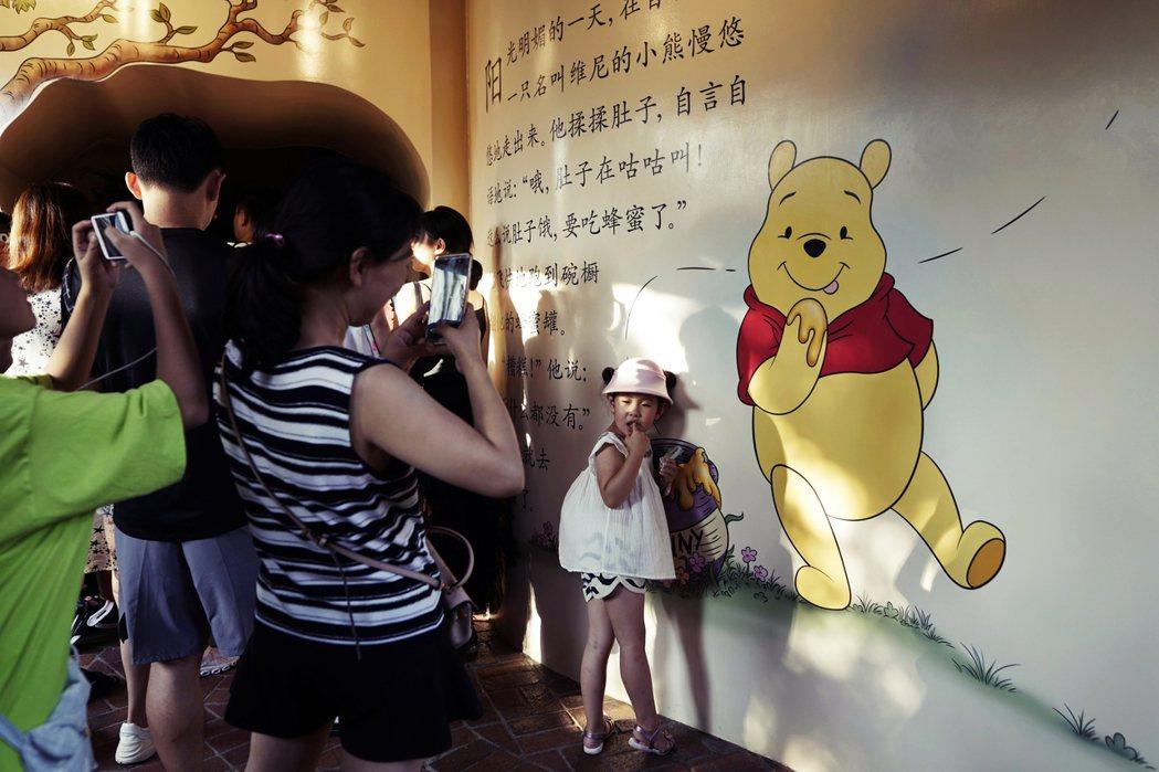 推薦書籍還包括迪士尼叢書,從冰雪奇緣到獅子王之外,還包括敏感的小熊維尼。圖為上海...