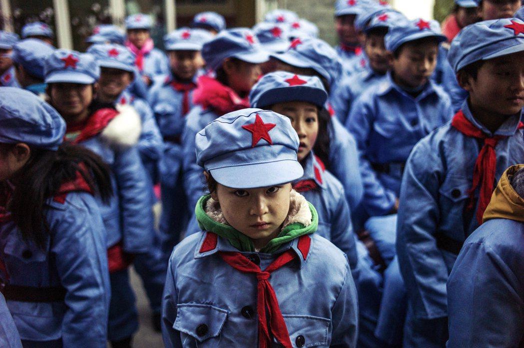 習近平政權正在進行一場紅色深耕,習近平時代的孩子們都受到什麼樣的教育內容,跟中國...