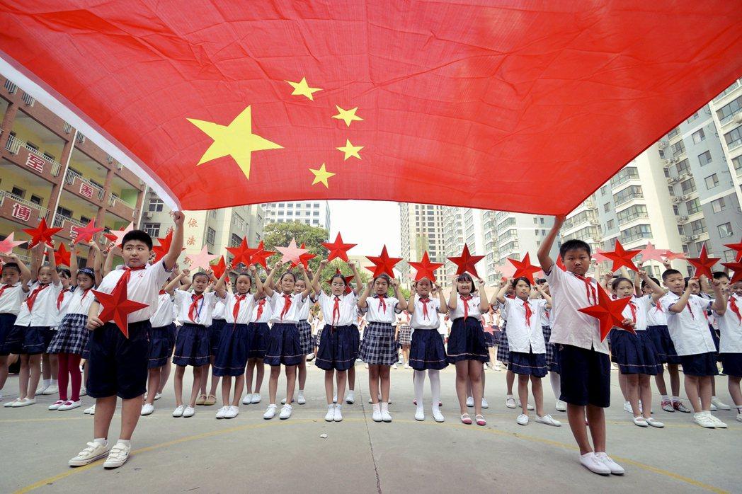現代編造傳說的課文,目的相當明確,對中國的孩子們傳達兩岸一家親、祖國要統一的概念...