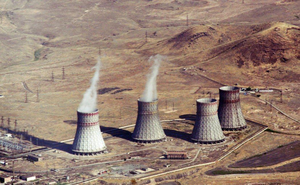 圖為亞美尼亞核電廠Metsamor的冷卻塔。