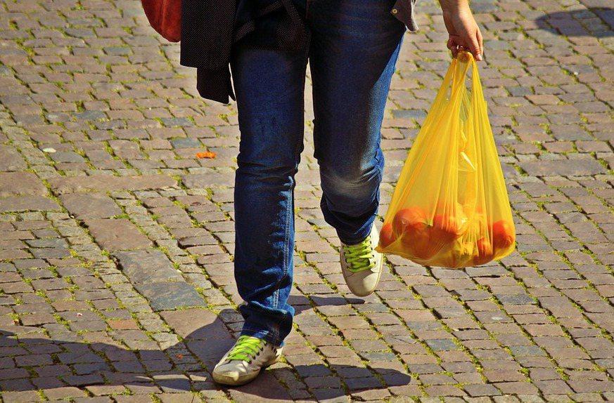 日本政府環境省等單位認為,如果能從與生活密切相關的購物袋作為契機,希望有助提高對...