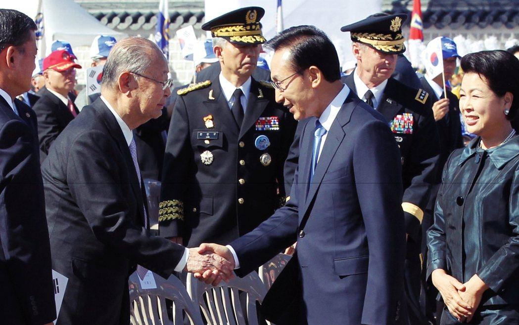 在李明博上任以後,2009年又將白善燁封為「名譽元帥」,表揚白善燁作為韓國軍隊第...