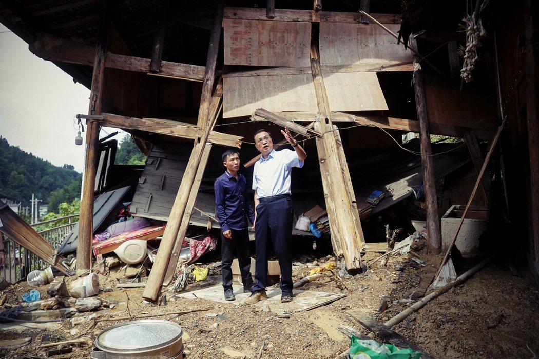 貴州是中國「脫貧攻堅」的重點地方。獨山縣作為長期的「國家級貧困縣」,為何仍打腫臉...