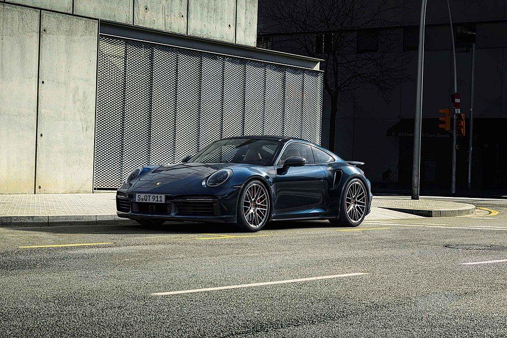 全新保時捷911 Turbo登場後台灣也同步展開預售,價格為970萬起。 圖/P...