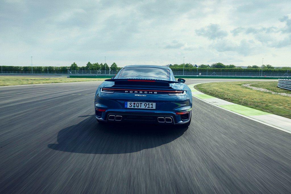 具備主動轉向功能的後軸,拜後輪距增加10mm並且對應315/30 R21寬幅跑胎...