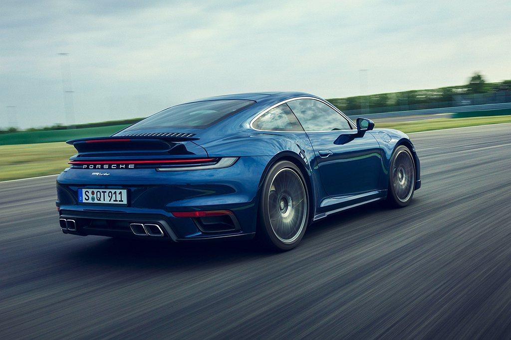 全新保時捷911 Turbo其他顯著特徵在於進一步強化其主動式空氣動力學設計,包...