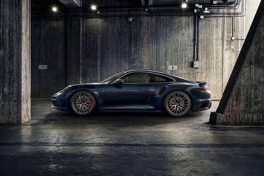 車輛的外觀和性能還可以通過選配的輕量化設計套件與運動套件進一步獲得提升。 圖/P...
