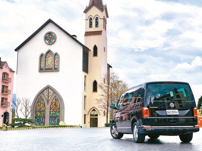 全新年式Multivan增列ACC主動式車距控制系統為標準配備,更完整守護行車安...