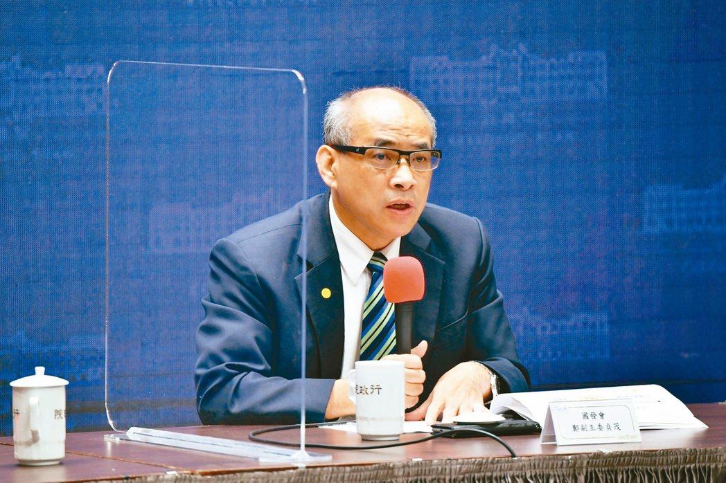 行政院昨天通過國發計畫,2024年人均GDP將達3萬美元。國發會副主委鄭貞茂表示...
