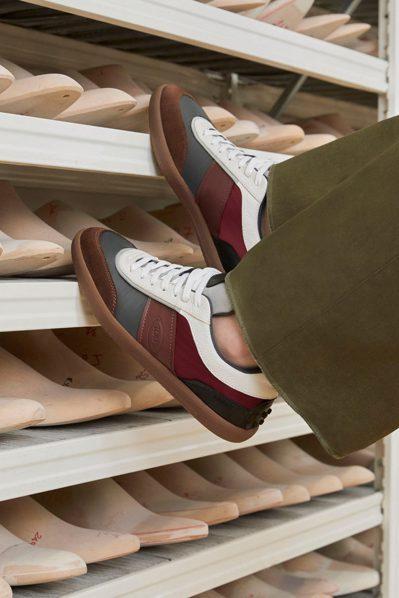 女裝休閒鞋有著復古色彩,卻兼容現代感的輪廓。 圖/TOD'S提供