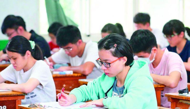 近年學測及指考考題素養化,字數多,很多學生反映寫不完。 圖/聯合報系資料照片
