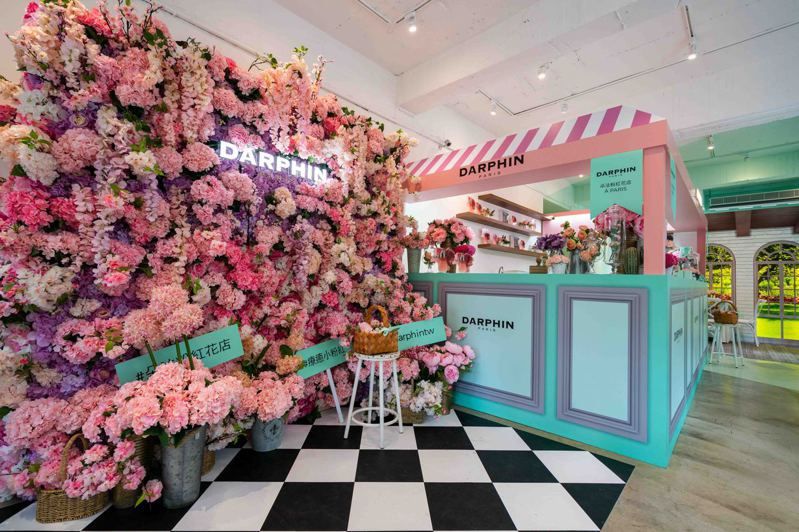 DARPHIN朵法打造「朵法粉紅花店 À PARIS」。圖/DARPHIN提供
