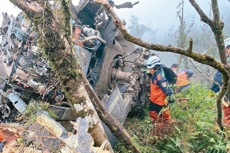 今年1月黑鷹撞山,造成參謀總長沈一鳴等多人殉職。 圖/宜蘭縣消防局提供