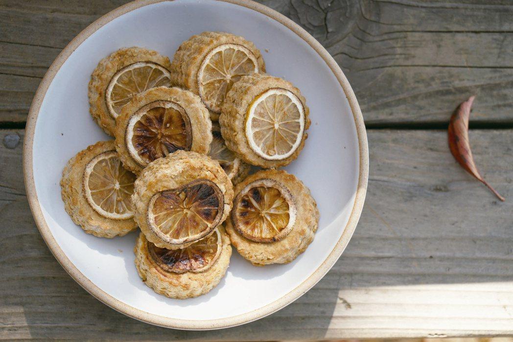 烤好的檸檬司康。圖/如何出版社 提供