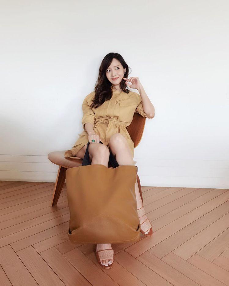 侯佩岑詮釋Loro Piana服裝、Inside Out包款與Kalahar亞麻...