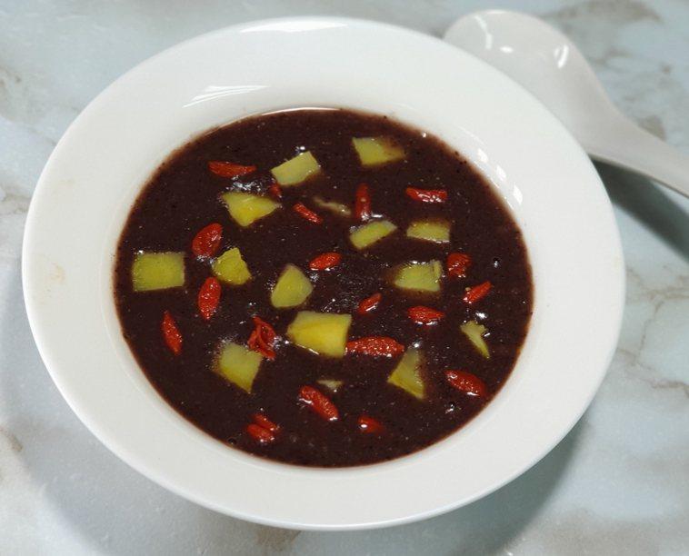 紅紫黑黃養生湯 圖/林芝蕙