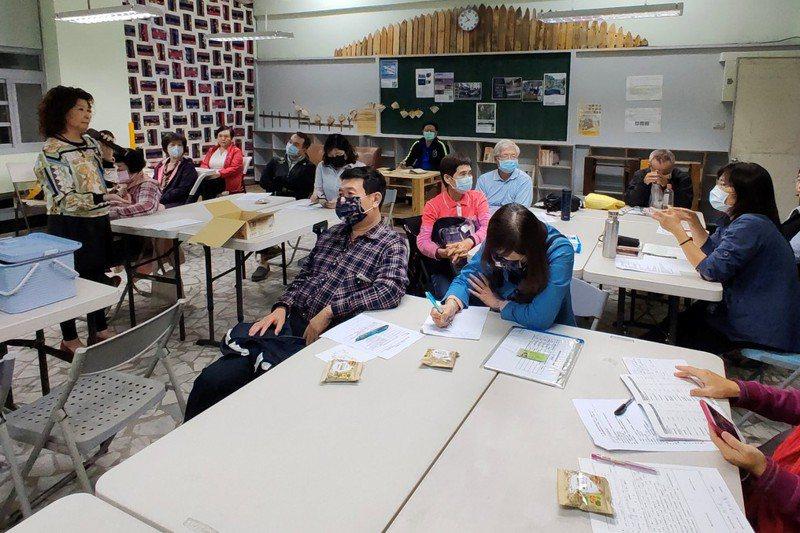 社大開設「樂齡創意方案企畫師」課程,班上學員來自各行業,希望運用樂齡創意在職場上有所發揮。 記者蔡容喬/攝影