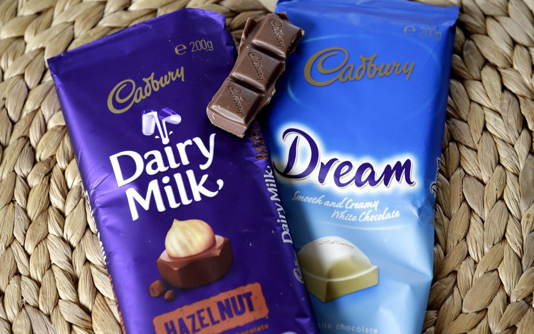 吉百利公司所有一包多份的巧克力塊,將在2021年底前縮減份量。歐新社