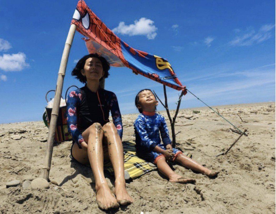 林辰唏和3歲兒子。圖/摘自IG