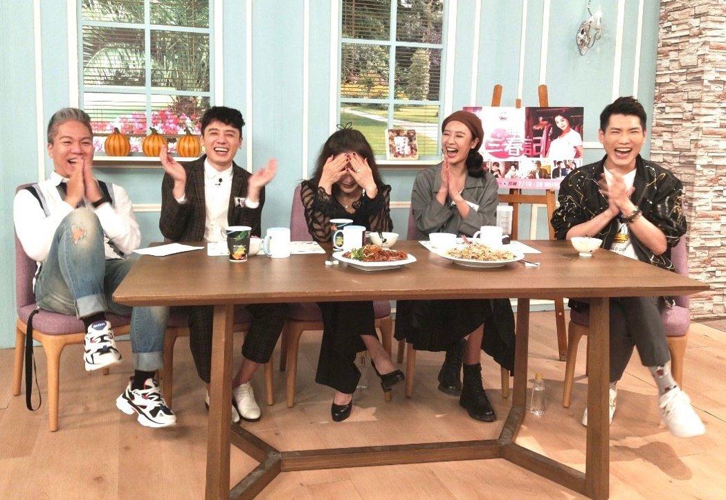 主持人阿甘(左起)、邱志宇、陳美鳳、方宥心、小路錄網路節目「娛樂超skr」。圖/...