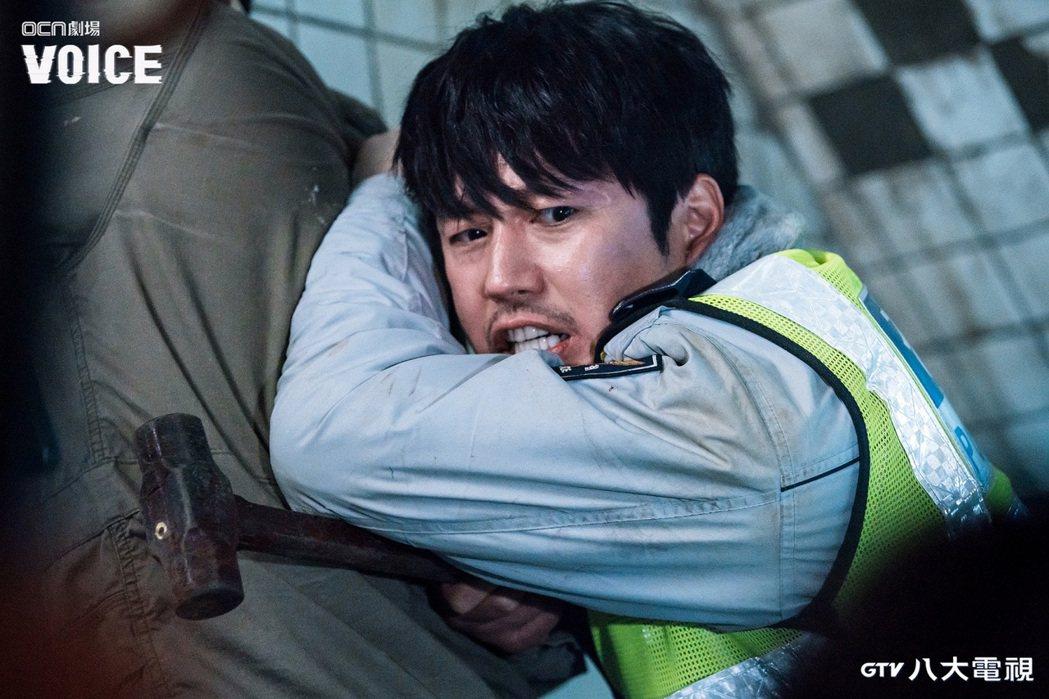 張赫在「VOICE」戲中炸裂式演技,被網友讚爆「比刑警更像刑警」。圖/八大電視提...
