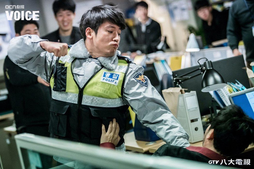 張赫在「VOICE」戲中肉搏戲靠自己。圖/八大電視提供