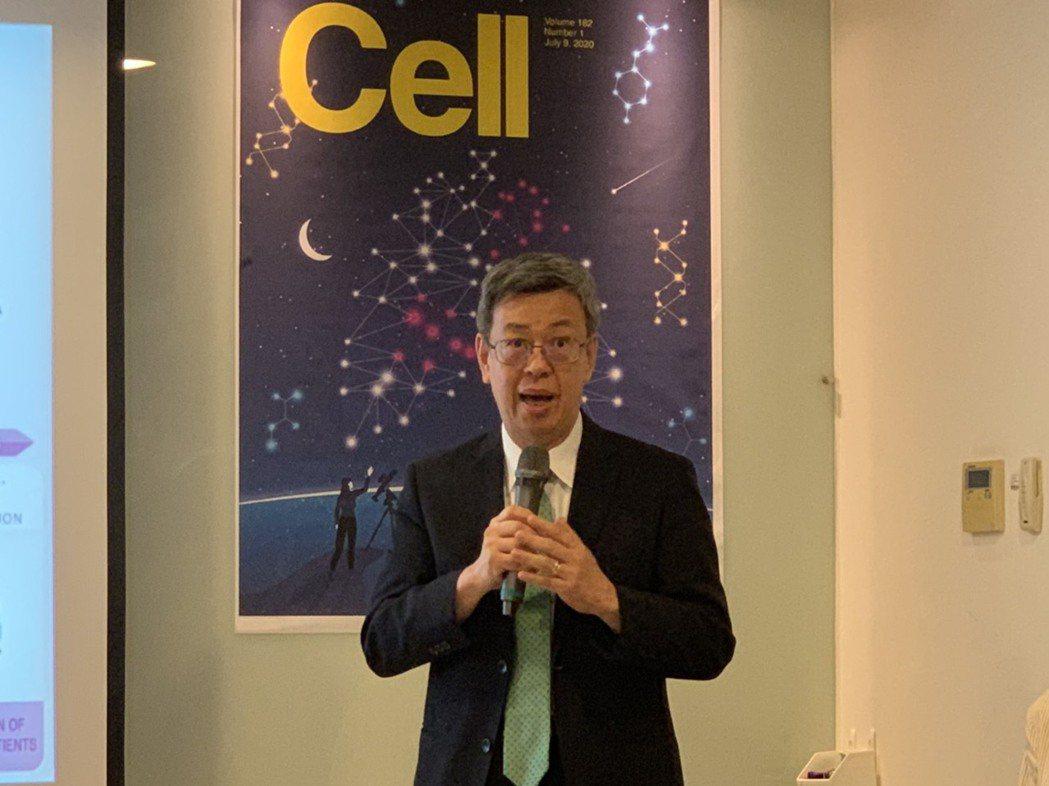 中研院士陳建仁昨天出席中研院肺癌研究發表會,他表示曾協助他治療肺癌的醫師,都在此...