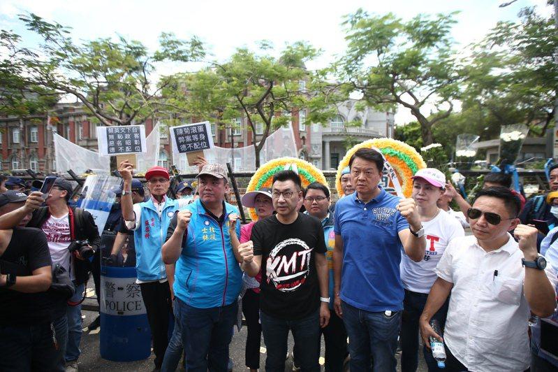 立法院昨天進行監院人事同意權案投票,國民黨主席江啟臣(前排左二)率隊抗議。記者蘇健忠/攝影