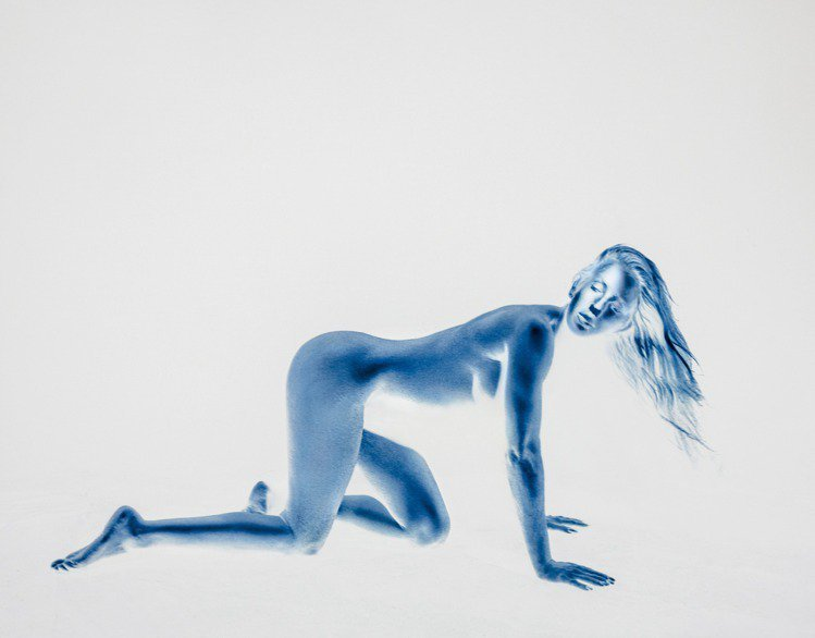 艾麗高登新專輯「湛藍/Brightest Blue」宣傳照。圖/環球提供